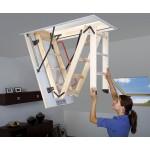 Zoldertrap met houten ladder